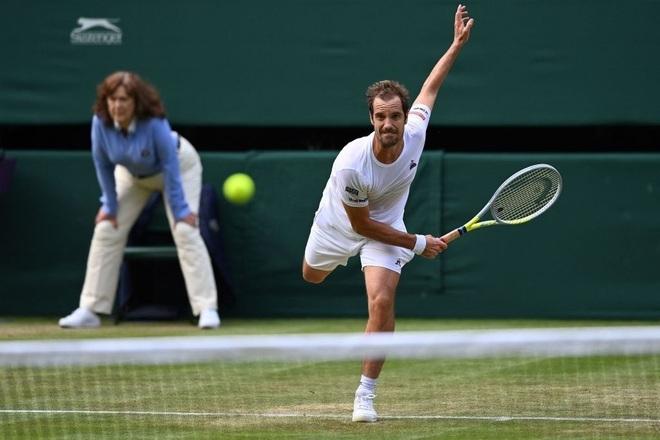 Federer trở lại với phong độ Tàu tốc hành - 2