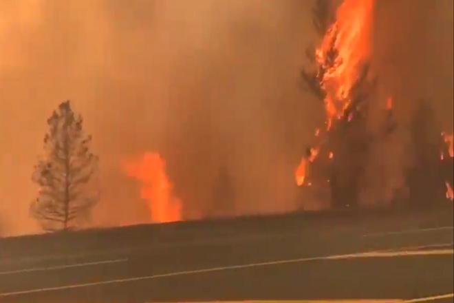 Cả thị trấn Canada bốc cháy ngùn ngụt vì nắng nóng kỷ lục - 1