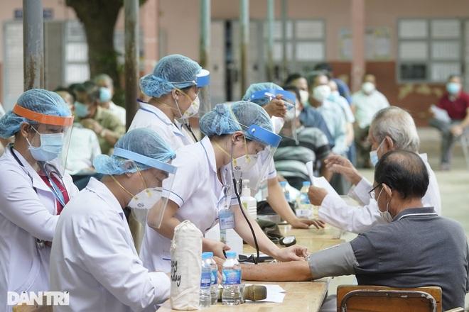 Tuần qua: TPHCM có 9 chuỗi lây nhiễm nguy hiểm, 300 sinh viên vào điểm nóng - 2