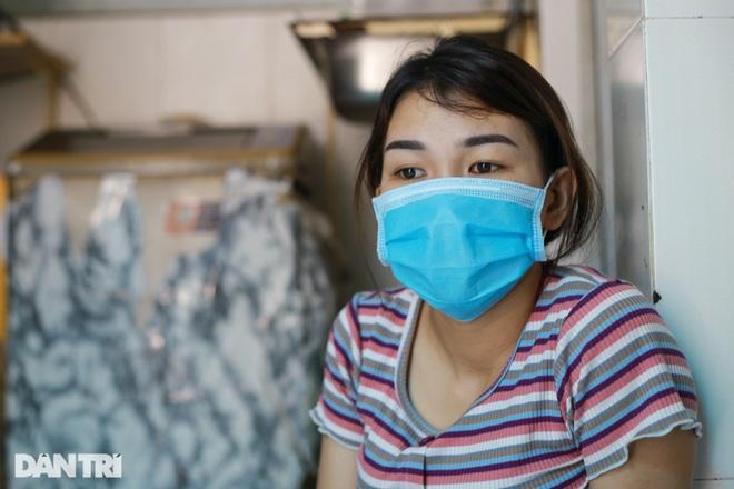 Bị nợ lương, nữ công nhân vay mượn khắp nơi để sống và phẫu thuật cho con - 1