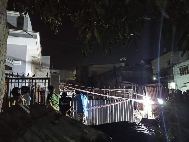 Căn nhà trong con hẻm cách ly y tế cháy dữ dội, một phụ nữ tử vong - 1