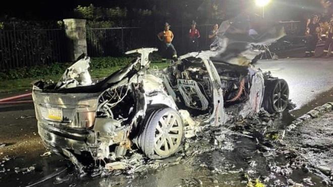 Thêm một vụ cháy xe điện Tesla đầy bí ẩn - 5