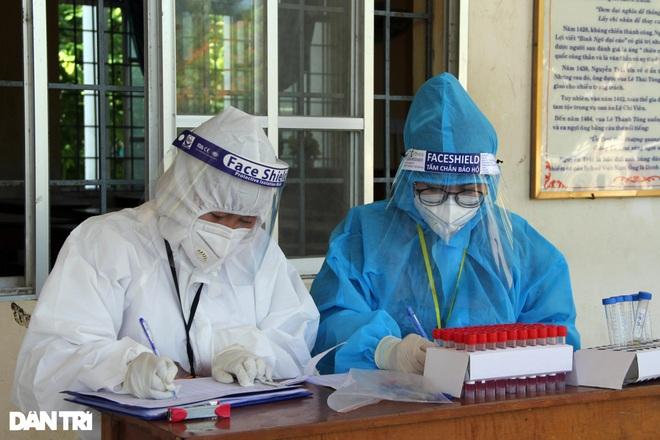 Xét nghiệm cho hơn 10.000 thí sinh thi tốt nghiệp THPT ở Phú Yên - 6