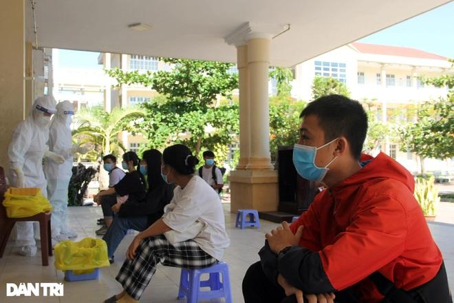 Xét nghiệm cho hơn 10.000 thí sinh thi tốt nghiệp THPT ở Phú Yên - 1