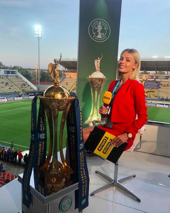 Cô vợ phóng viên nổi tiếng và xinh đẹp của cầu thủ Ukraine - 2