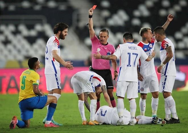 Jesus bị đuổi, Brazil vượt qua Chile và gặp Peru ở bán kết Copa America - 3