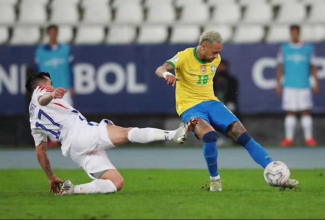 Jesus bị đuổi, Brazil vượt qua Chile và gặp Peru ở bán kết Copa America - 1