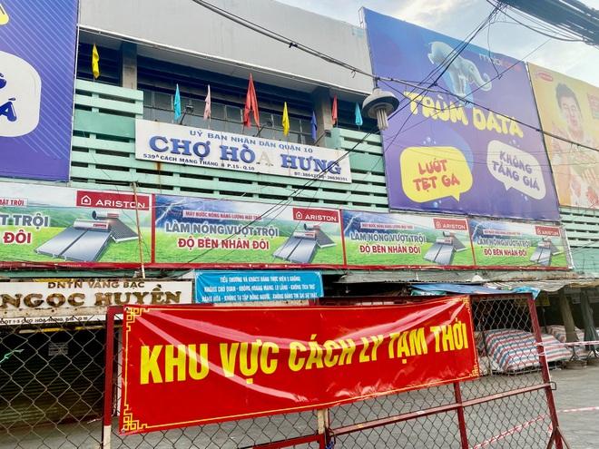 TPHCM: 189 chợ tạm ngừng hoạt động, nhân viên siêu thị mướt mồ hôi - 1