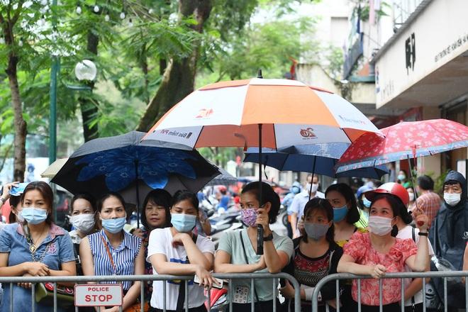 Trượt lớp 10 ở Hà Nội: Phụ huynh trăm phương nghìn kế tìm trường cho con - 1