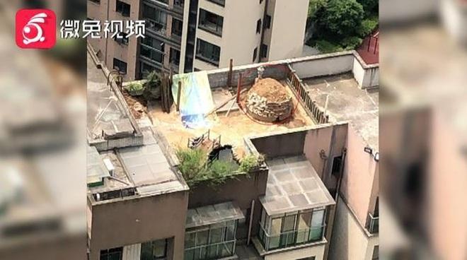 Thực hư việc xây mộ trên nóc chung cư khiến nhiều người ngã ngửa - 1