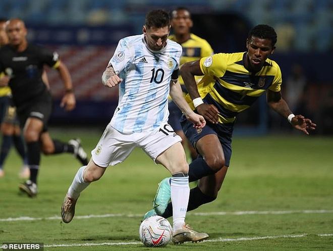 PSG đề nghị hợp đồng với Messi tự do, Barcelona vô cùng lo lắng - 1