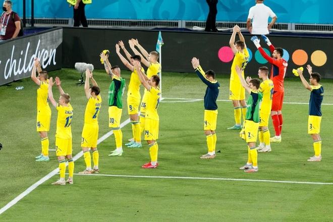 Chống bóng bổng kém, Ukraine thua tan nát trước tuyển Anh - 19
