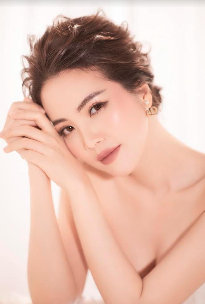 Á hậu Thụy Vân: Tôi quê mùa giữa showbiz hào nhoáng
