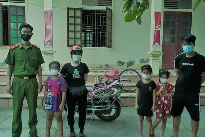 Đạp xe đi chơi, 3 bé gái lạc đường 20 km - 1