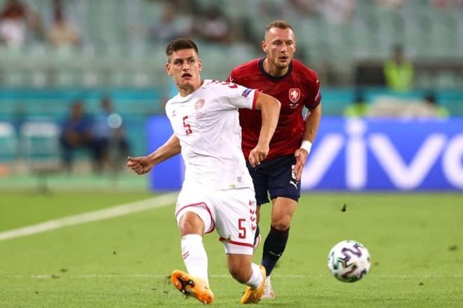 Đội hình tiêu biểu tứ kết Euro 2020: Tam Sư biểu dương sức mạnh - 3