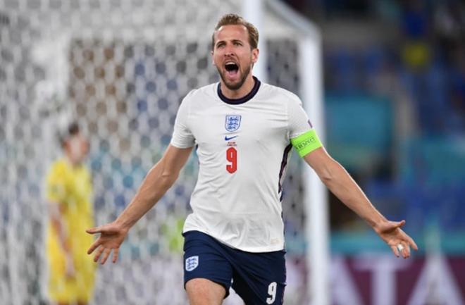 Cổ động viên Anh ngất ngây khi đội nhà vào bán kết Euro 2020 - 1