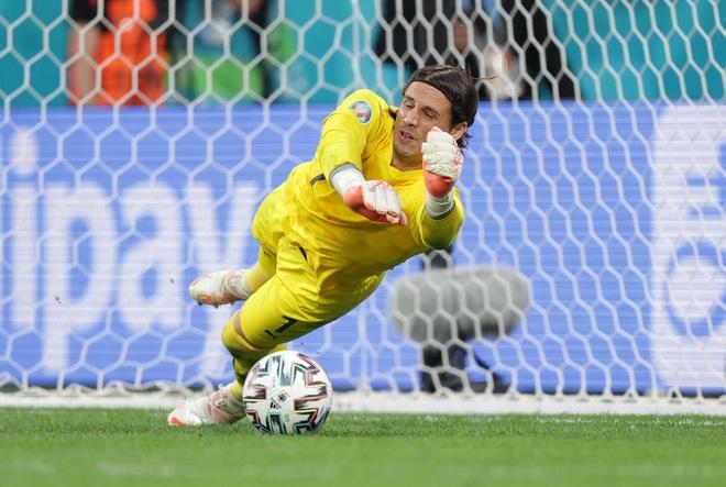 Đội hình tiêu biểu tứ kết Euro 2020: Tam Sư biểu dương sức mạnh - 2