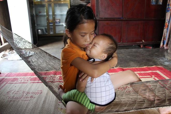 2 bé mồ côi và người cha khốn khổ được bạn đọc giúp đỡ hơn 240 triệu đồng - 5