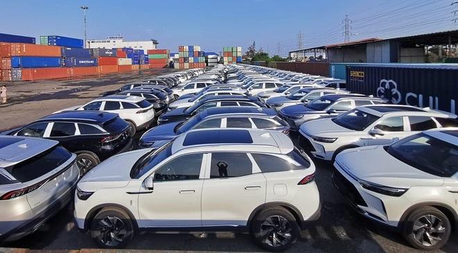 Giới trẻ cuồng ô tô con giá rẻ, xe Trung Quốc về Việt Nam tăng phi mã - 1