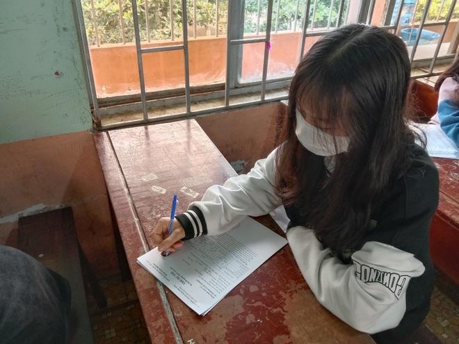 Phạm Thị Thu Hà tại buổi làm thủ tục dự thi.