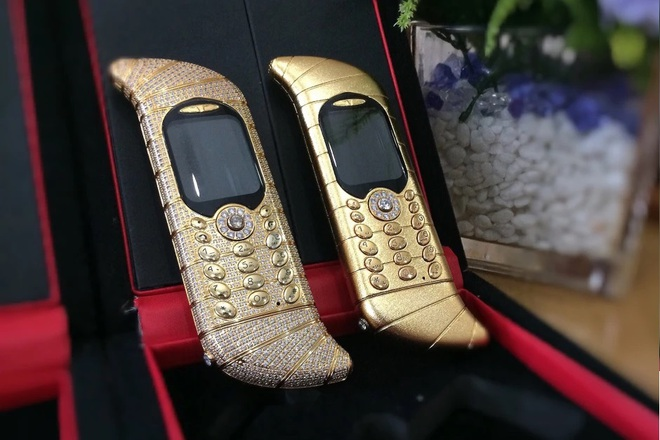 Chiếc điện thoại cục gạch có giá 1,2 triệu USD