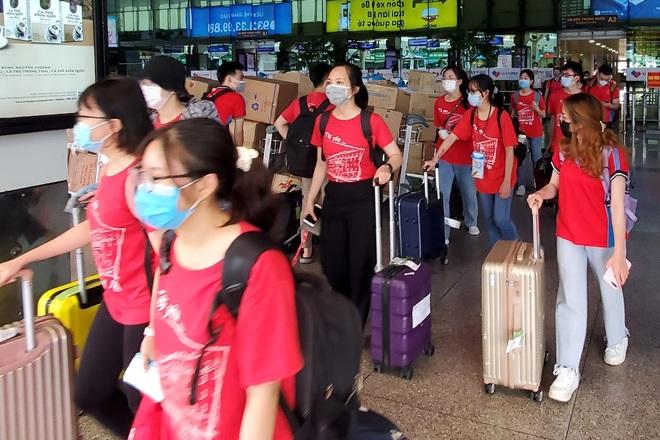 350 cán bộ, sinh viên Đại học Y Hà Nội vào chi viện Bình Dương chống dịch