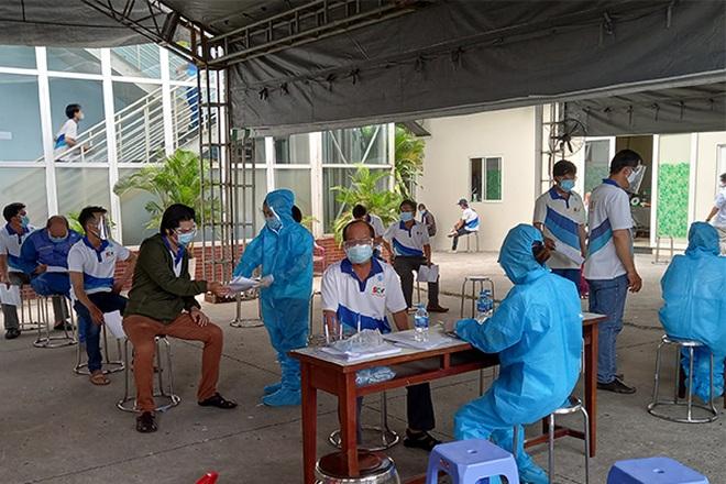 Xét nghiệm sàng lọc và tiêm vắc xin Covid-19 cho CBNV truyền hình cáp SCTV - 2