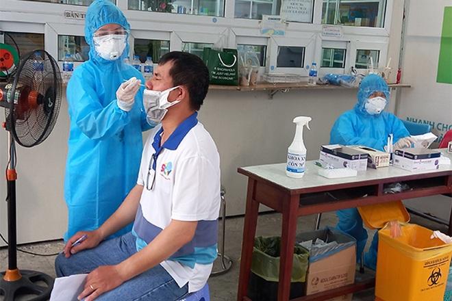 Xét nghiệm sàng lọc và tiêm vắc xin Covid-19 cho CBNV truyền hình cáp SCTV - 3