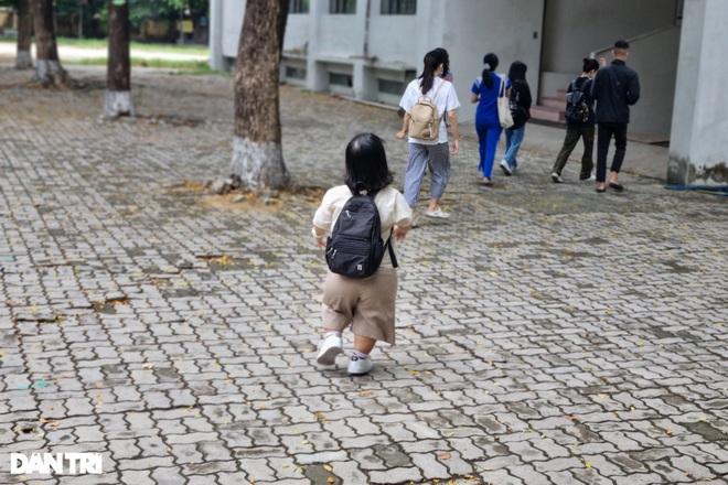 Thí sinh tí hon cao 1,2m ở Đà Nẵng, đặt mục tiêu đạt điểm tối đa 3 môn  - 2