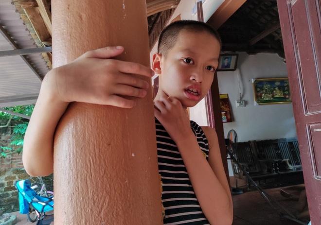 Những đứa trẻ ngây dại mồ côi cha khẩn cầu sự giúp đỡ - 3