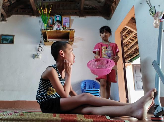 Những đứa trẻ ngây dại mồ côi cha khẩn cầu sự giúp đỡ - 6
