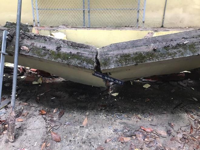 Hà Nội: 50 m tường rào bất ngờ đổ sập, đè bẹp 12 ô tô - 4