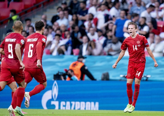Vượt qua Đan Mạch, tuyển Anh lần đầu vào chung kết Euro - 1