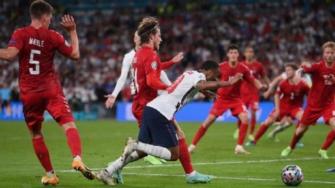 Quả phạt đền tưởng tượng khiến Đan Mạch rời cuộc chơi cay đắng - 1