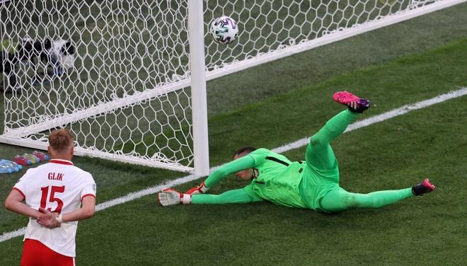 Điểm lại 11 pha phản lưới nhà tạo nên Euro 2020 kỳ lạ nhất lịch sử - 5