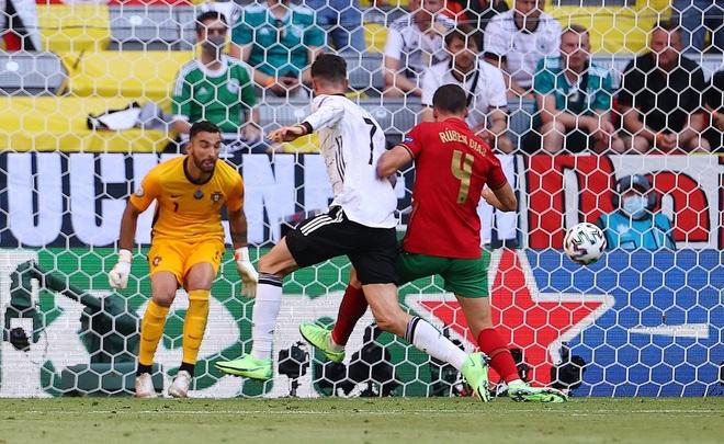 Điểm lại 11 pha phản lưới nhà tạo nên Euro 2020 kỳ lạ nhất lịch sử - 9