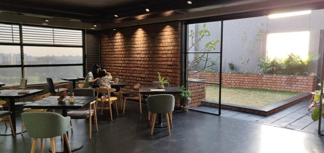 Quán cà phê đa zi năng thiết kế đẹp lạ, bày nhiều tác phẩm nghệ thuật - 4