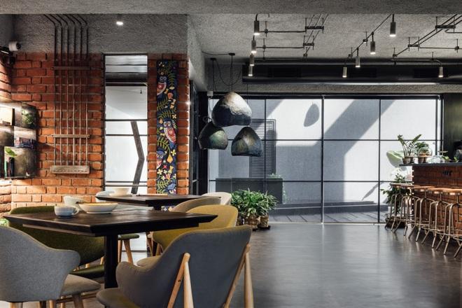 Quán cà phê đa zi năng thiết kế đẹp lạ, bày nhiều tác phẩm nghệ thuật - 7