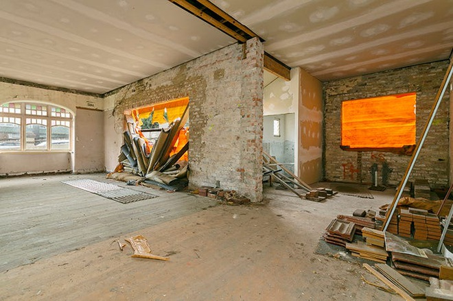 Một số phòng rộng rãi đang trong tình trạng hư hỏng nặng (Ảnh: NG Farah Real Estate).