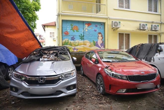 Vụ tường đổ đè bẹp 12 ô tô ở Hà Nội: Ai chịu trách nhiệm đền bù thiệt hại?