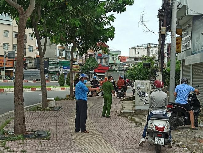 TPHCM: Để 100 người tụ tập gửi nhận hàng, bãi giữ xe bị phạt 30 triệu đồng - 4