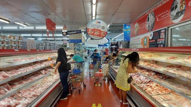 TPHCM: Đi siêu thị mua hàng hết 2,8 triệu đồng, cà thẻ mất 28 triệu đồng - 1