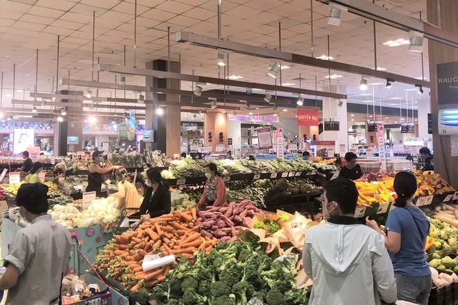 TPHCM: Người dân đổ xô mua sắm, tình hình cung ứng hàng hóa ra sao? - 1