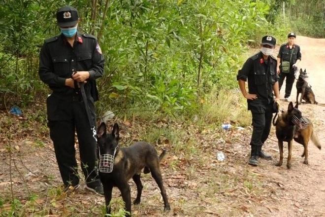 Hơn 300 cảnh sát truy lùng đối tượng nghi sát hại mẹ vợ rồi trốn vào rừng - 5