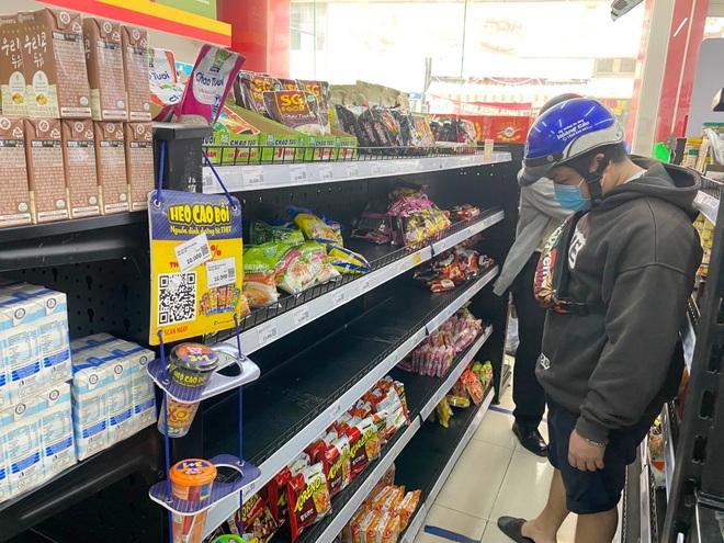 TPHCM lo người dân khó khăn khi ngừng dịch vụ ăn uống mang về - 1