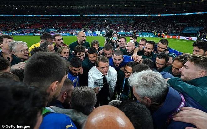 HLV Mancini: Italia không ngại việc Anh được hỗ trợ nhiều thứ ở Wembley - 2