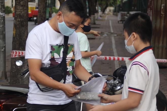 Hôm nay, hơn 3000 thí sinh tranh tài vào lớp 6 trường THCS Nguyễn Tất Thành - 8