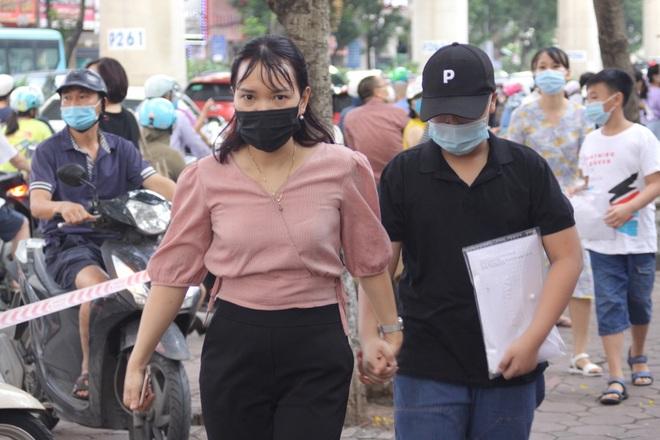 Hôm nay, hơn 3000 thí sinh tranh tài vào lớp 6 trường THCS Nguyễn Tất Thành - 10