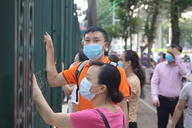 Hôm nay, hơn 3000 thí sinh tranh tài vào lớp 6 trường THCS Nguyễn Tất Thành - 12