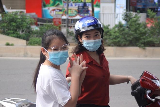 Hôm nay, hơn 3000 thí sinh tranh tài vào lớp 6 trường THCS Nguyễn Tất Thành - 14